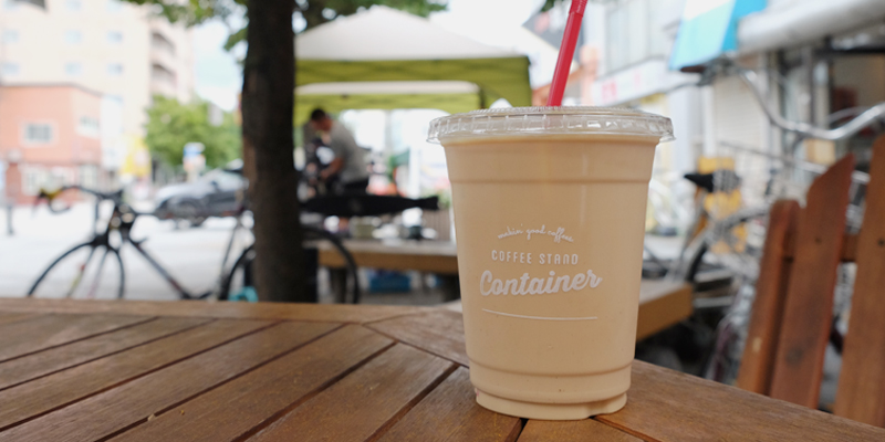 COFFEE STAND CONTAINERのアイスカフェラテ