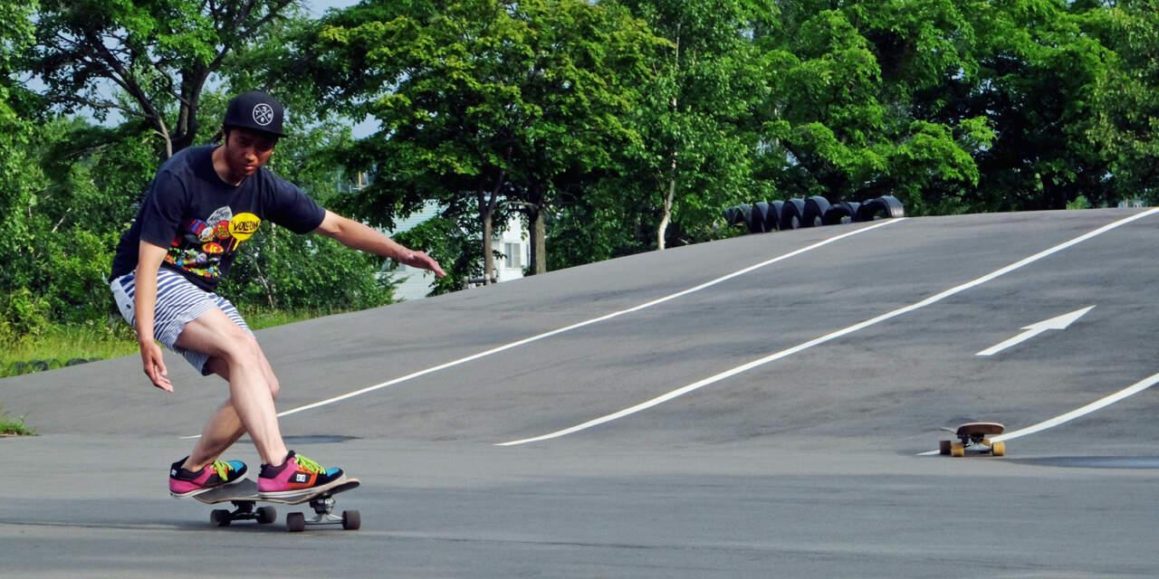 スケートで動作やフォームを確認する堀田雄也くん