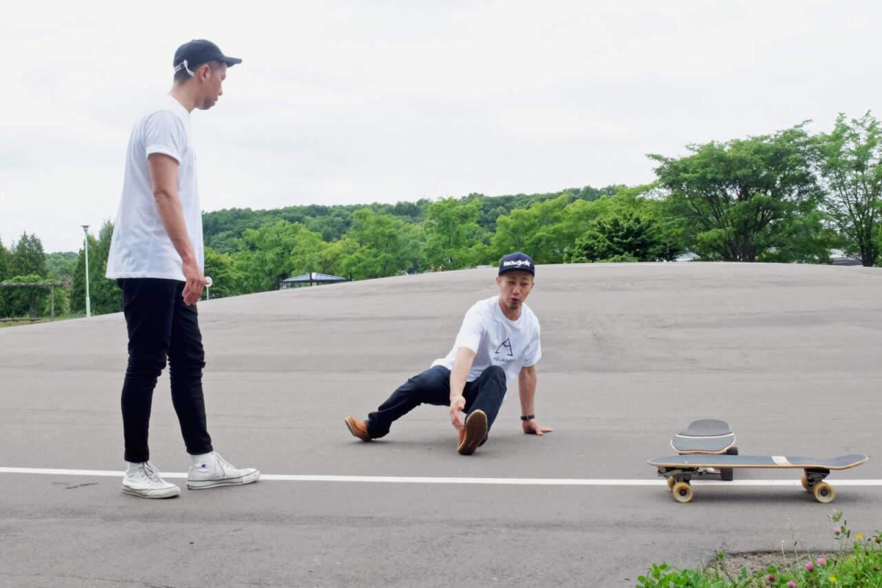 CARVEとターンの動きを解説する菊田光司郎さん