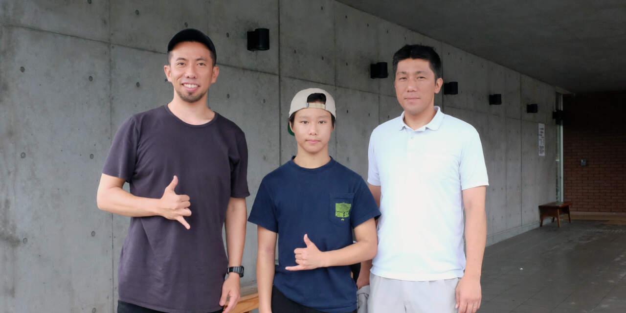 (右)父、藤谷直樹さん