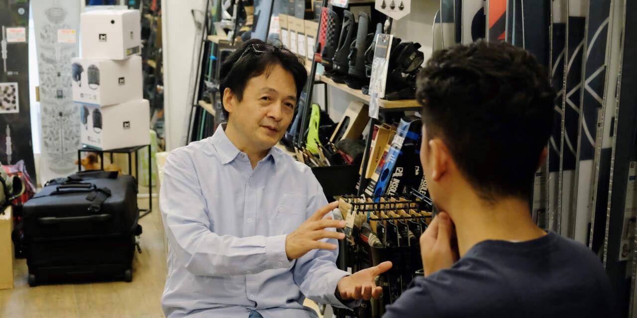 インタビューに答える黒木 康秀さん Burton Japan