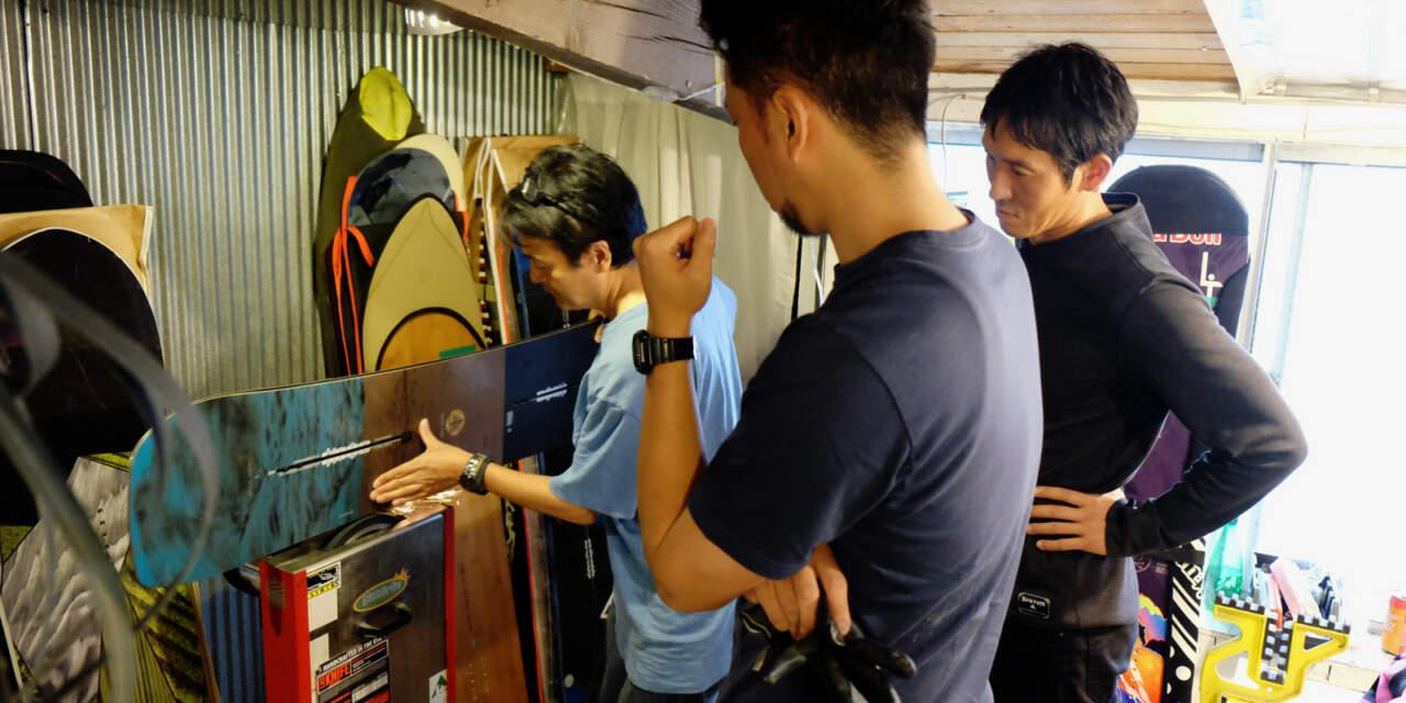 黒木さんにチューンを教わる諸橋と田中岳宏さん