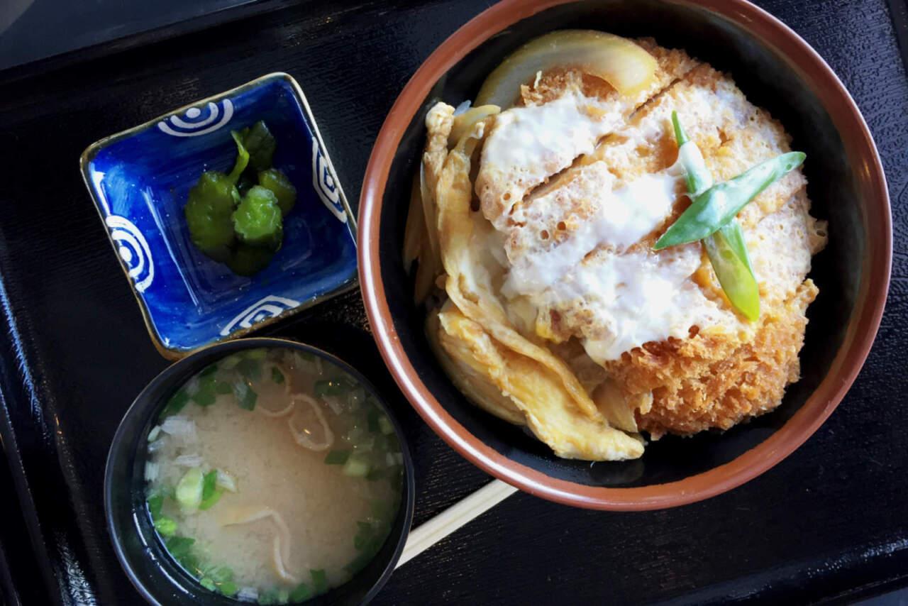 ニセコモイワ|レストラン かつ丼