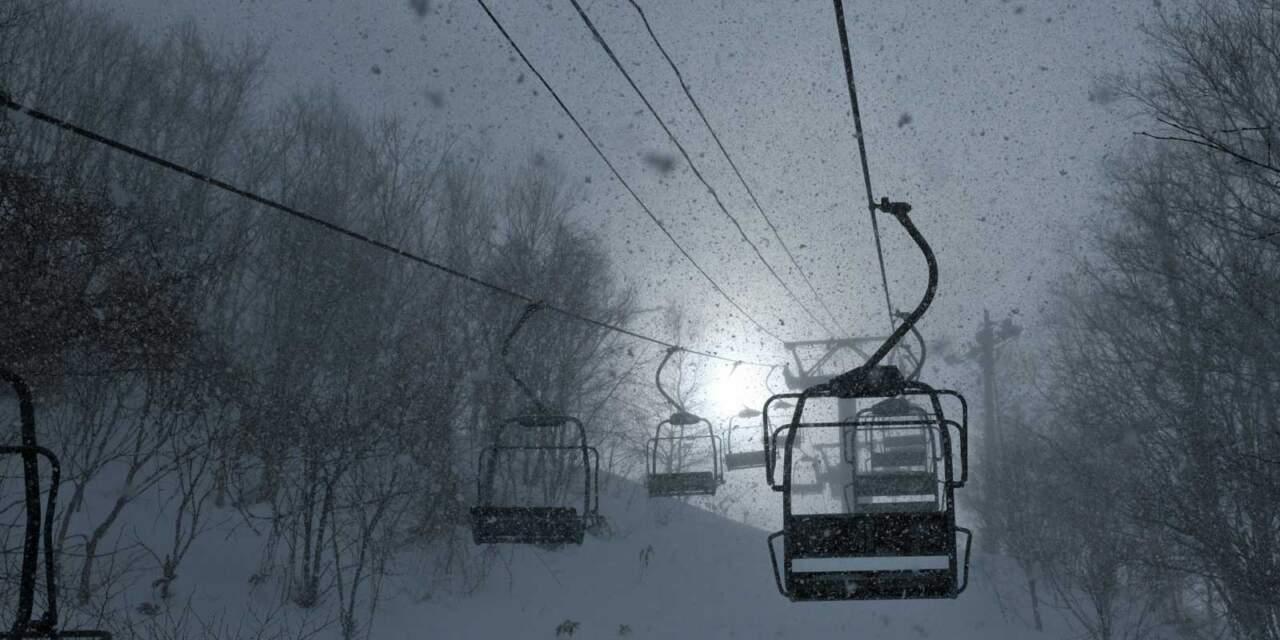 天狗山の吹雪のリフト